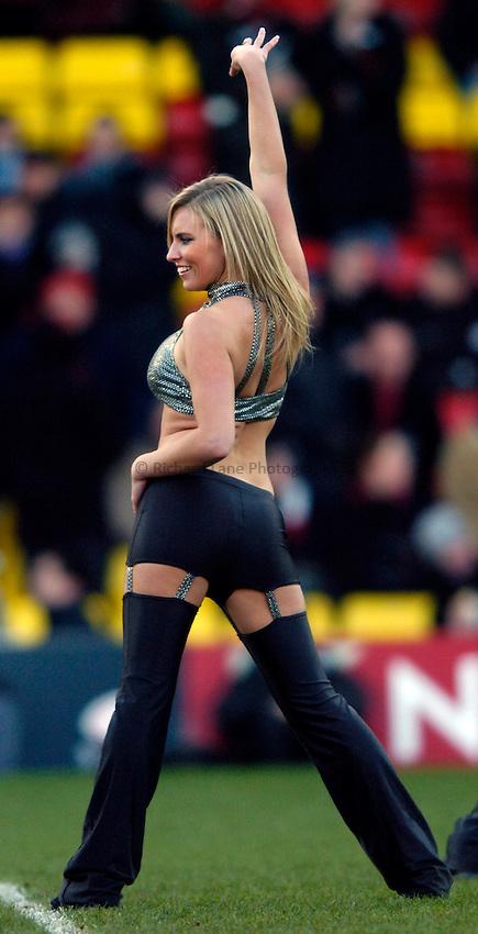 Photo: Richard Lane..Saracens v Newcastle Falcons. Powergen Cup. 19/12/2004..Saracens Starlights cheerleader.