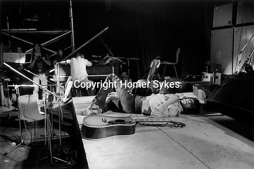 ROLLING STONES 1971 REHEARSAL AT THE INSTITUTE OF CONTEMPORARY ART (ICA) LONDON. KEITH RICHARDS  HIGH ON ROCK AND ROLL. 1970's