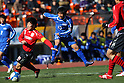 (L to R) Yoshifumi Wakabayashi (Oita), Ryuji Izumi (Ichiritsu Funabashi), JANUARY 7, 2012 - Football /Soccer : 90th All Japan High School Soccer Tournament semi-final between Oita 1-2 Ichiritsu Funabashi at National Stadium, Tokyo, Japan. (Photo by YUTAKA/AFLO SPORT) [1040]