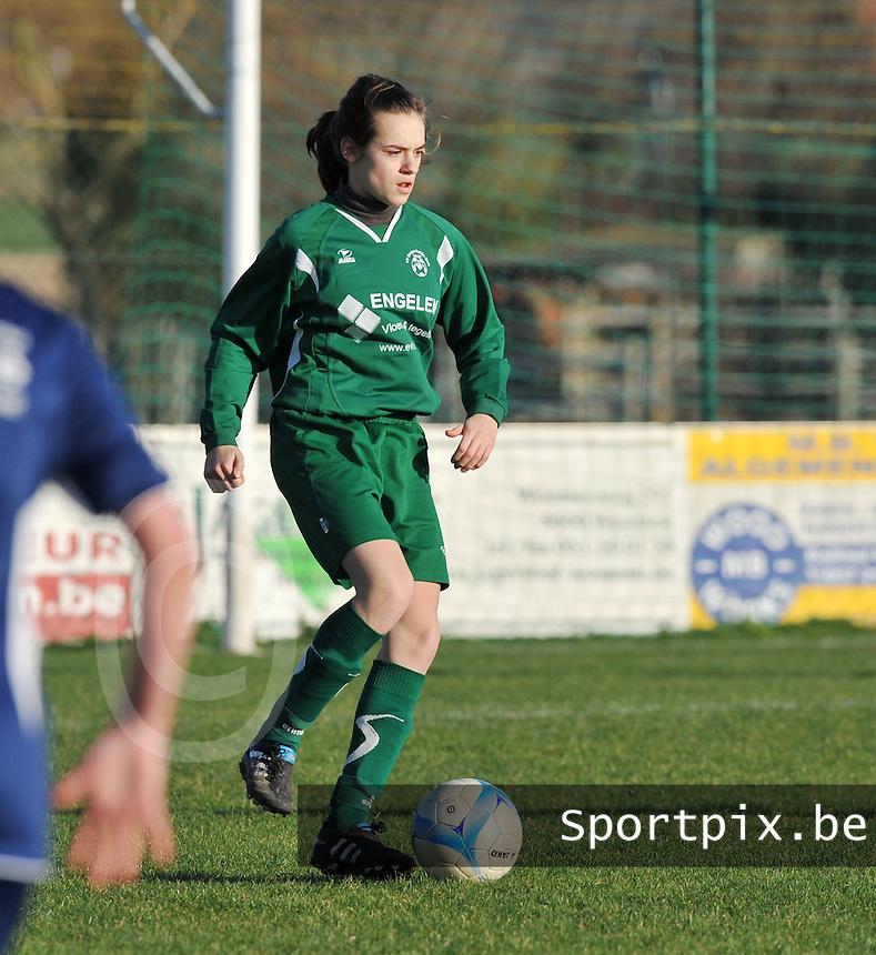 Famkes Merkem - VVDG Lommel : Fien Steyvers.foto DAVID CATRY / Vrouwenteam.be