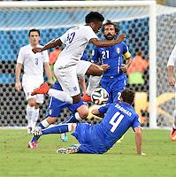 FUSSBALL WM 2014  VORRUNDE    Gruppe D     England - Italien                         14.06.2014 Raheem Sterling (England) ueberspringt Matteo Darmian (Italien)