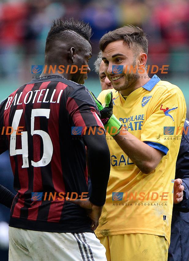 Francesco Bardi Frosinone cerca di consolare Mario Balotelli Milan<br /> Milano 01-05-2016 Stadio Giuseppe Meazza - Football Calcio Serie A Milan - Frosinone. Foto Giuseppe Celeste / Insidefoto