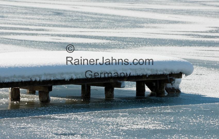 Germany, Bavaria, Upper Bavaria, Tegernseer Valley, Winter at Lake Tegern, landing pier