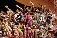 SÃO PAULO, SP, 15.02.2015  CARNAVAL 2015  SÃO PAULO  GRUPO ESPECIAL /VAI VAI . Integrantes da escola de samba Vai Vai durante desfile do grupo especial do Carnaval de São Paulo, na madrugada deste domingo, 15. (Foto: Adriana Spaca / Brazil Photo Press).