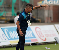 NEIVA- COLOMBIA, 06-10-2018:Dayron Pérez ,director técnico   del Atlético Huila contra Alianza Petrolera durante partido por la fecha 13 de la Liga Águila II 2018 jugado en el estadio Guillermo Plazas Alcid de la ciudad de Neiva. /Dayron Perez coach of  Atletico Huila  during match agaisnt  of Alianza Petrolera during the match for the date 13 of the Liga Aguila II 2018 played at the Guillermo Plazas Alcid Stadium in Neiva  city. Photo: VizzorImage / Sergio Reyes / Contribuidor.