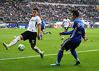 Yevhen Konoplyanka (FC Schalke 04) gegen Carlos Salcedo (Eintracht Frankfurt) - 16.12.2017: Eintracht Frankfurt vs. FC Schalke 04, Commerzbank Arena, 17. Spieltag Bundesliga
