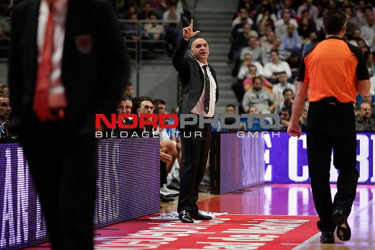 Real Madrid¬¥s  coach Pablo Laso  during Euroleague Basketball match. November 01,2013. Foto © nph / Victor Blanco)