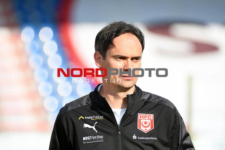 12.06.2020, Hänsch-Arena, Meppen, GER, 3.FBL, SV Meppen vs. Hallescher FC, <br /> <br /> im Bild<br /> Trainer Florian Schnorrenberg (Hallescher FC)<br /> <br /> <br /> DFL REGULATIONS PROHIBIT ANY USE OF PHOTOGRAPHS AS IMAGE SEQUENCES AND/OR QUASI-VIDEO<br /> <br /> Foto © nordphoto / Paetzel