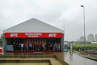 SÃO PAULO, SP, 04.11.2015 - UFC-SP - Chuva forte atrasa o inicio do treino aberto em do UFC - Belfort X Henderson 3, no anfiteatro do Parque Villa Lobos, na zona oeste da cidade de São Paulo, na tarde desta quarta-feira, 04 (Foto: Adriana Spaca/Brazil Photo Press)