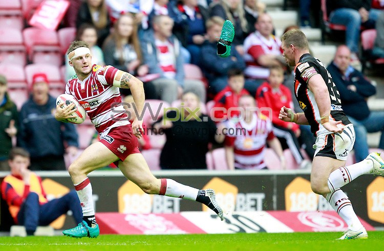 Picture by Chris Mangnall/SWpix.com - 25/06/2016 - Rugby League - 2016 Ladbrokes Challenge Cup Quarter Final - Wigan Warriors v Castleford Tigers - D W Stadium, Wigan, England -<br /> Wigan's  Dom Manfredi looses his shoe,tackled by Castleford's Danny Tickle