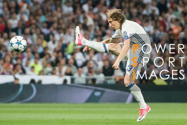 Luka Modric of Real Madrid in action during their 2016-17 UEFA Champions League Semifinals 1st leg match between Real Madrid and Atletico de Madrid at the Estadio Santiago Bernabeu on 02 May 2017 in Madrid, Spain. Photo by Diego Gonzalez Souto / Power Sport Images