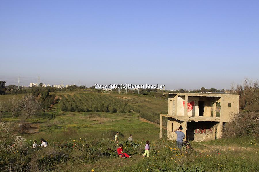 Israel, Southern Coastal Plain, a picnic on Humra Hill