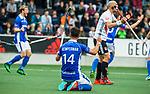 AMSTELVEEN - Vreugde bij Robbert Kemperman (Kampong) nadat Philip Meulenbroek (Kampong) heeft gescoord,   tijdens de  eerste finalewedstrijd van de play-offs om de landtitel in het Wagener Stadion, tussen Amsterdam en Kampong. COPYRIGHT KOEN SUYK