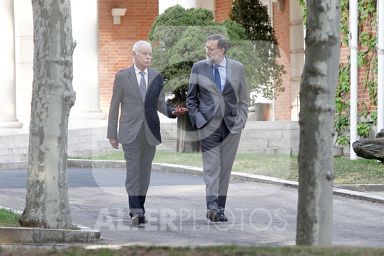 The President of the Government of Spain, Mariano Rajoy (r), receives in La Moncloa Palace the Spanish writer Eduardo Mendoza, awarded the Prize for Literature in Spanish Language Miguel de Cervantes in the edition corresponding to the year 2016. April 19,2017. (ALTERPHOTOS/Acero)