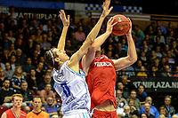 GRONINGEN - Basketbal, Donar - Aris, Dutch Baketball League, seizoen 2018-2019, 10-10-2018,  Donar speler Grant Sitton met Aris speler Griffin Kinney