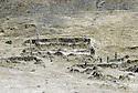 Irak 1985.Dans les zones libérées, région de Lolan, ruines d'un village détruit par l'armée irakienne.Iraq 1985.In liberated areas, Lolan district, ruins of a village bombed by the Iraki soldiers