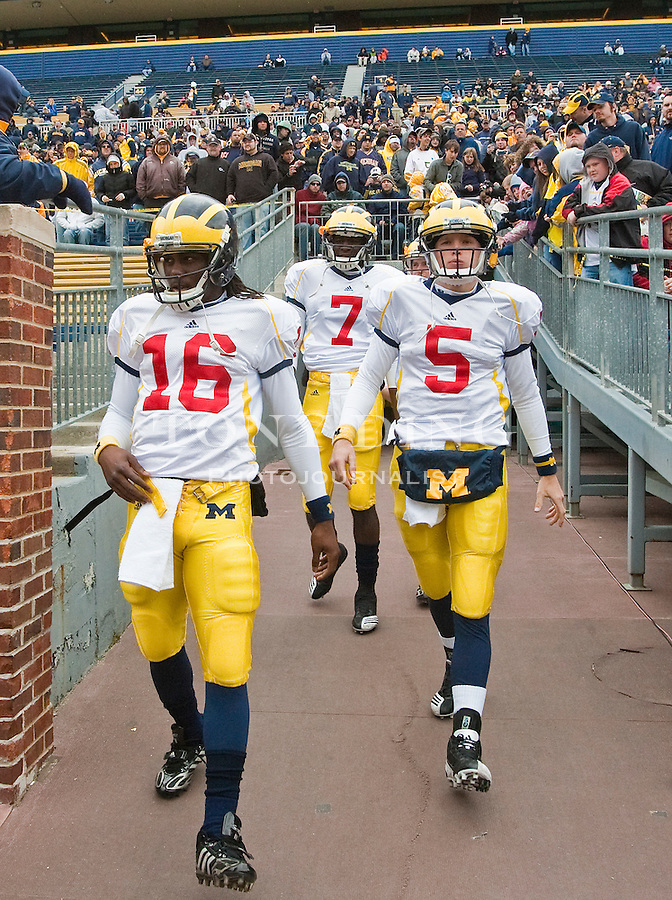 Michigan Denard Robinson (16), Devin Gardner (7), and Tate Forcier (5) walk out of the Michigan Stadium tunnel for before the Wolverines' spring football game, Saturday, April 17, 2010, in Ann Arbor, Mich. (AP Photo/Tony Ding)
