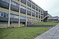 Cumbernauld: Three-tiered Apartment Block. Photo '90.