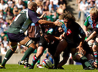20040904 London Irish v Harlequins. Zurich Premiership..Photo  Peter Spurrier.Quins Tani Fuga [right] and Exiles No.8 Kieran Roach go for the loose ball..email images@intersport-images Mob +447973819551.