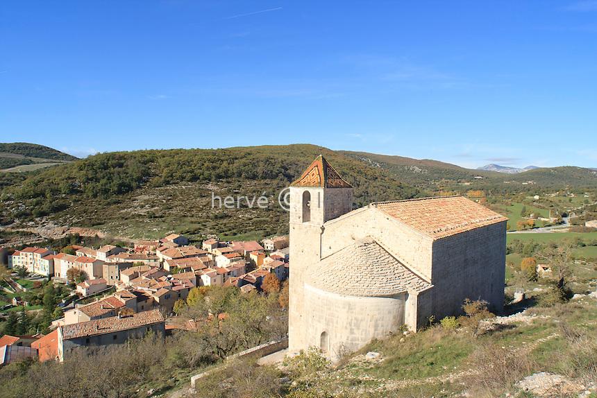 France, Var (83), Comps-sur-Artuby, chapelle Saint-André et le village // France, Var, Comps sur Artuby, chapel St. André and the village