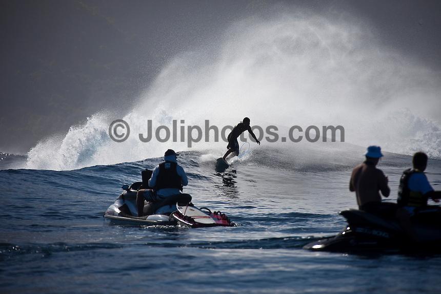 BOBBY MARTINEZ  (USA) surfing a reef pass near Teahupoo, Tahiti, (Friday May 15 2009.) Photo: joliphotos.com