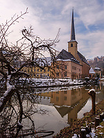 Alzette und Abtei Neum&uuml;nster in Grund, Luxemburg-City, Luxemburg, Europa, UNESCO-Weltkulturerbe<br /> Alzette and Abbey Neum&uuml;nster in Grund, Luxembourg City, Europe, UNESCO Heritage