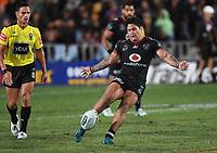 Issac Luke kicks a 40/20.<br /> NRL Premiership rugby league. Vodafone Warriors v St George Illawarra. Mt Smart Stadium, Auckland, New Zealand. Friday 20 April 2018. &copy; Copyright photo: Andrew Cornaga / www.Photosport.nz