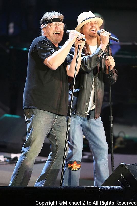 Bob Serer and Kid Rock perform together at the Forum