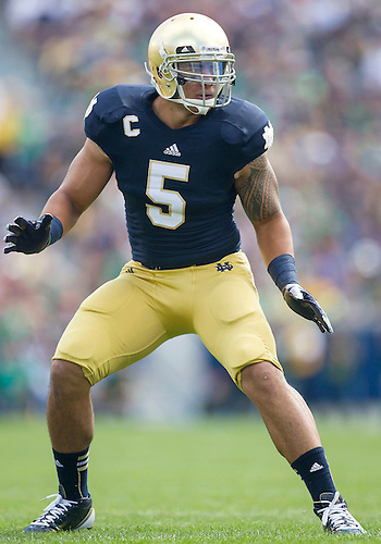 September 08, 2012:  Notre Dame inside linebacker Manti Te'o (5) during NCAA Football game action between the Notre Dame Fighting Irish and the Purdue Boilermakers at Notre Dame Stadium in South Bend, Indiana.  Notre Dame defeated Purdue 20-17.