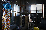 """Interieur du """"banga"""" de Lisa, une sorte de case faite de tôle dans un bidonville de Petite-Terre à Mayotte. Ces banga sont loués 100 euros par mois par les locaux. Souvent sans travail fixe, les clandestines ne peuvent guère espérer mieux."""