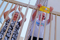 CAMPINAS, SP, 20.03.2016 - PROTESTO-SP - Manifestantes contrários ao governo atual fizeram ato nesta manha de domingo (20), no Centro de Convivência e percorreram ruas do bairro Cambui, na cidade de Campinas, interior de São Paulo. Varias pessoas saíram nas sacadas e janelas de prédios batendo panelas. (Foto: Daniel Pinto/Brazil Photo Press)