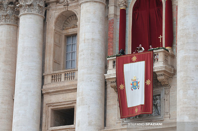 Pope Francis delivers the Urbi et Orbi (to the city and to the world) Christmas Day message from the central balcony of St. Peter's Basilica in Vatican City, 25 December 2013