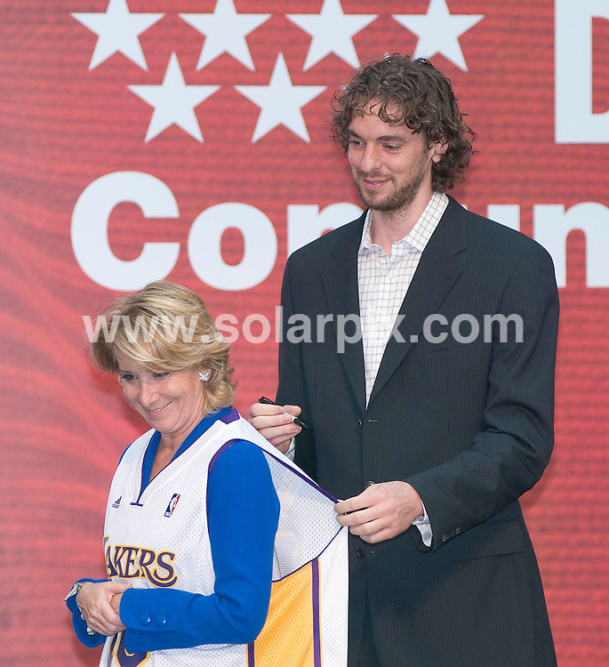**ALL-ROUND PICTURES FROM SOLARPIX.COM**.**WORLDWIDE SYNDICATION RIGHTS -  NO SYNDICATION IN SPAIN**.Madrid Community President Esperanza Aguirre awards The International Prize of  sport of from Community of Madrid to Spanish basket player Pau Gasol who now plays for the Los Angeles Lakers in Madrid yesterday...This pic: Pau Gasol & Esperanza Aquirre..JOB REF:9465      SKX      DATE:098.07.09  .**MUST CREDIT SOLARPIX.COM OR DOUBLE FEE WILL BE CHARGED**.**NOTIFICATION OF ONLINE USAGE TO PHOTO @ SOLARPIX.COM**.**CALL SOLARPIX : +34 952 811 768 or LOW RATE FROM UK 0844 617 7637**