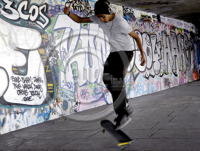 London - Great Britain / United Kingdom - 28 June 2008---Graffiti on a wall, mural painting, skate boarder---culture, architecture, people---Photo: Horst Wagner / eup-images