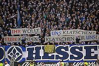 Lilien-Fans provozieren die Fans der Eintracht mit Plakat - Eintracht Frankfurt vs. SV Darmstadt 98, Commerzbank Arena