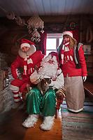 Europe/Finlande/Laponie/ Env de Levi: Levin Lapinkylä est une ferme traditionnelle le long de la Ounasjoki où on élève des rennes: La maison du Père Noël