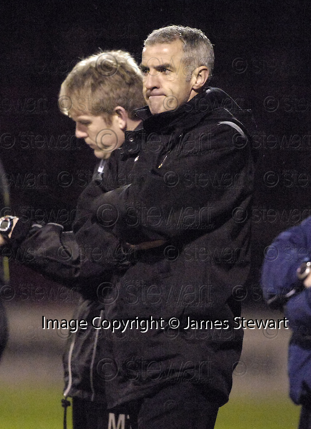 20/02/2008    Copyright Pic: James Stewart.File Name : sct_jspa07_motherwell_v_ICT.CRAIG BREWSTER WATCHES HIS SIDE BEATEN 3-1 BY MOTHERWELL.James Stewart Photo Agency 19 Carronlea Drive, Falkirk. FK2 8DN      Vat Reg No. 607 6932 25.Studio      : +44 (0)1324 611191 .Mobile      : +44 (0)7721 416997.E-mail  :  jim@jspa.co.uk.If you require further information then contact Jim Stewart on any of the numbers above........