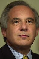 U.S. Senator Robert Torricelli announces he is dropping out of the US Senate race, Monday, Sept. 30, 2002, in Trenton, New Jersey. (Photo by William Thomas Cain)