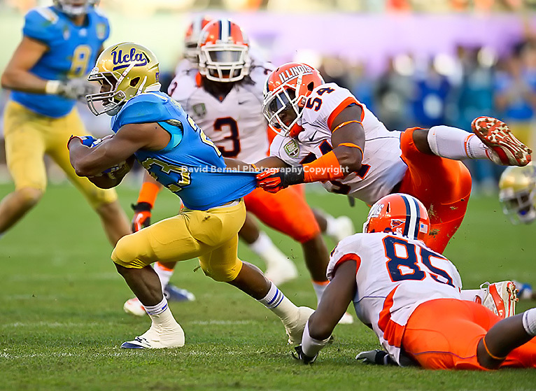 SAN FRANCISCO, CA - December 31, 2011: Illinois linebacker Justin Staples (54) competes against UCLA at AT&T Park in San Francisco, California. Final score Illinois wins 20-14.