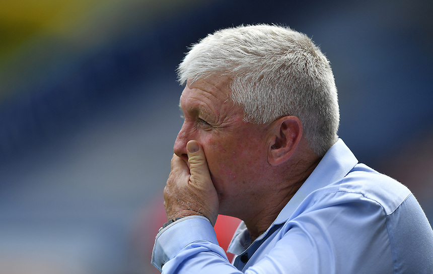 What have I taken on thinks Huddersfield Giants' Head coach Andy Kelly<br /> <br /> Photographer Dave Howarth/CameraSport<br /> <br /> Rugby League - First Utility Super League Round 22 - Huddersfield Giants v St Helens - Sunday 17 July 2017 - John Smith's Stadium - Huddersfield, West Yorkshire<br /> <br /> <br /> World Copyright &copy; 2016 CameraSport. All rights reserved. 43 Linden Ave. Countesthorpe. Leicester. England. LE8 5PG - Tel: +44 (0) 116 277 4147 - admin@camerasport.com - www.camerasport.com