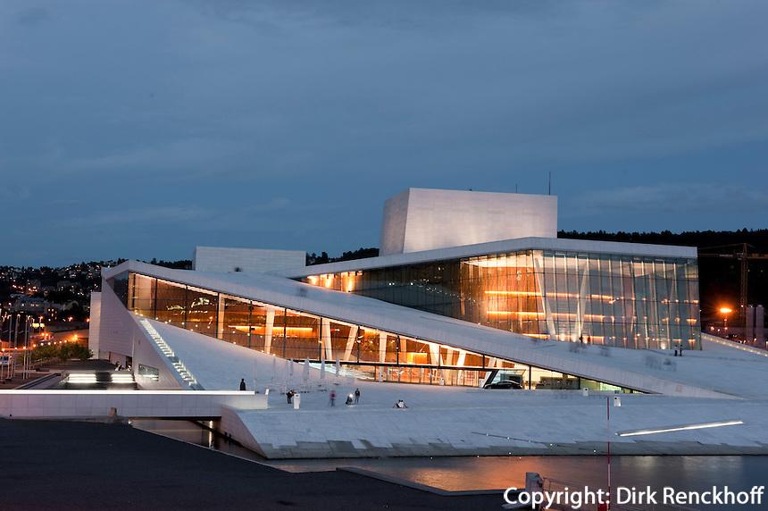 Norwegen, Oslo, Oper (Operahuset) in der Bjørvika-Bucht erbaut vom Büro Snøhetta