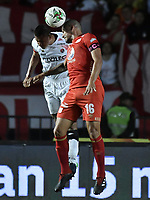 CALI - COLOMBIA, 02-05-2019: Juan Pablo Segovia del América disputa el balón con Darwin Carrero de Cúcuta durante partido por la fecha 19 de la Liga Águila I 2019 entre América de Cali y Cúcuta Deportivo jugado en el estadio Pascual Guerrero de la ciudad de Cali. / Juan Pablo Segovia of America struggles the ball with Darwin Carrero of Cucuta during match for the date 19 as part of Aguila League I 2019 between America Cali and Cucuta Deportivo played at Pascual Guerrero stadium in Cali. Photo: VizzorImage / Gabriel Aponte / Staff