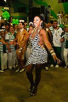 RIO DE JANEIRO, RJ, 19.10.2014 –IMPERATRIZ LEOPOLDINENSE FAZ A ESCOLHA DO SAMBA ENREDO PARA O CARNAVAL 2015 – IMPERATRIZ LEOPOLDINENSE, Cris Vianna na Imperatriz Leopoldinense fez a escolha de seu samba enredo para o carnaval 2015 na quadra da agremiação em Bonsucesso,  na zona norte do  Rio de Janeiro, neste domingo,  19 (foto: Márcio Cassol/Brazil Photo Press)