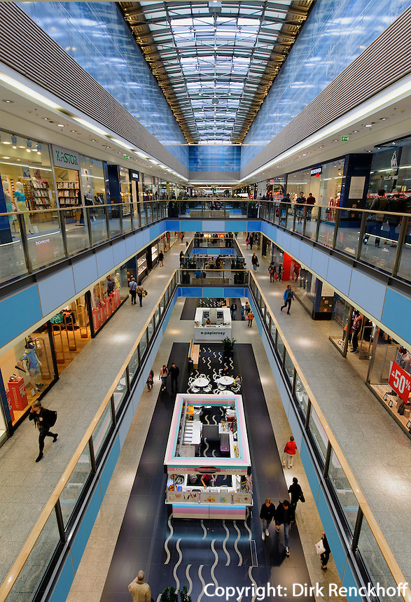 Einkaufszentrum Galeria Krakowska in Krakau (Krakow), Woiwodschaft Kleinpolen (Wojew&oacute;dztwo małopolskie), Polen, Europa<br /> Shopping center Galeria Krakowska in Krakow, Poland, Europe