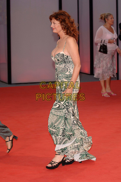 "SUSAN SARANDON.At the screening of ""Elizabethtown"".62nd International Film Festival,.Venice 4th September 2005.full length La Biennale white black floral leaf pattern strappy long dress  cleavage .Ref: PL.www.capitalpictures.com.sales@capitalpictures.com.©Capital Pictures."