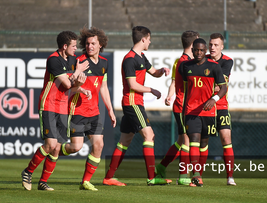 20170323 - BEVEREN , BELGIUM : Belgian players celebrating the equalizer from Louis Verstraete (8) pictured during the UEFA Under 19 Elite round game between Sweden U19 and Belgium U19, on the first matchday in group 7 of the Uefa Under 19 elite round in Belgium , thursday 23 th March 2017 . PHOTO SPORTPIX.BE | DIRK VUYLSTEKE