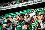 05.08.2017, Weser Stadion, Bremen, FSP, SV Werder Bremen (GER) vs FC Valencia (ESP) , <br /> <br /> im Bild | picture shows<br /> Fans singen &quot;Lebenslang Gr&uuml;n Wei&szlig;&quot;, <br /> <br /> Foto &copy; nordphoto / Rauch