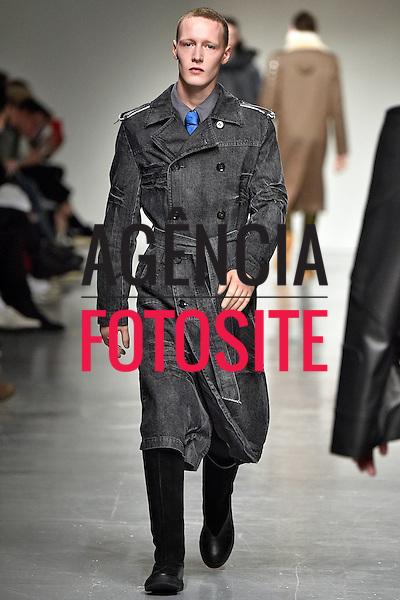 Xander Zhou<br /> <br /> Londres Masculino - Inverno 2017<br /> <br /> <br /> foto: FOTOSITE