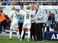 Lea Schueller, Lena Goessling, Trainer Horst Hrubesch  <br /> /   World Championships Qualifiers women women /  2017/2018 / 07.04.2018 / DFB National Team / GER Germany vs. Czech Republic CZE 180407013 / <br />  *** Local Caption *** © pixathlon<br /> Contact: +49-40-22 63 02 60 , info@pixathlon.de