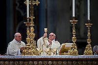 Vaticano, 21 Aprile, 2013. Papa Francesco durante la celebrazione della Santa Messa nella Basilica di San Pietro